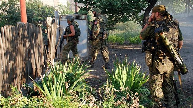 Autodefensas de Donbass apoyan el llamado de Putin para crear un corredor humanitario
