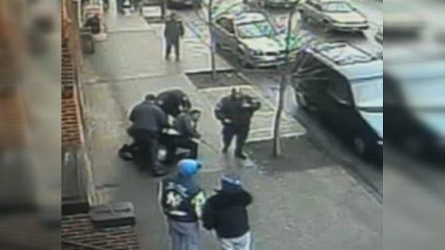 Un video muestra la brutalidad injustificada de la Policía de Nueva York