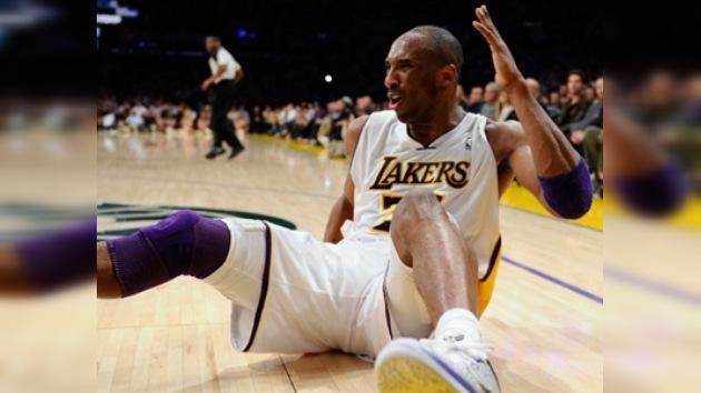 """Kobe Bryant multado con 100.000 dólares por llamar """"puto maricón"""" a un árbitro"""