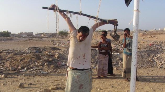 Al Qaeda crucifica en una portería de fútbol a un supuesto colaborador de EE.UU.