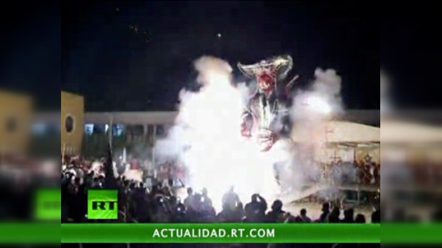 Video: los mexicanos queman a 'Judas' celebrando el Domingo Santo