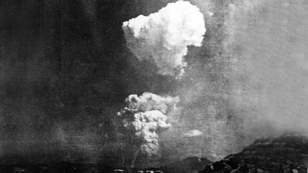 Encuentran foto excepcional del champiñón nuclear de Hiroshima visto desde el suelo