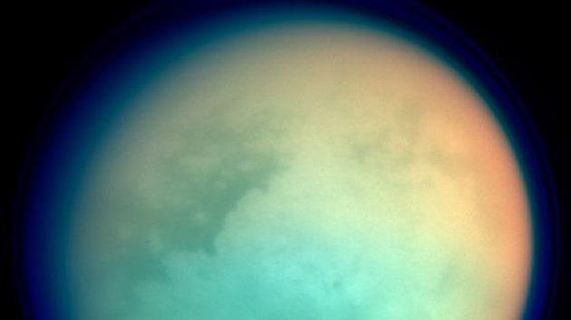 Fotos: Nuevas imágenes de los misteriosos lagos de Titán, el mayor satélite de Saturno