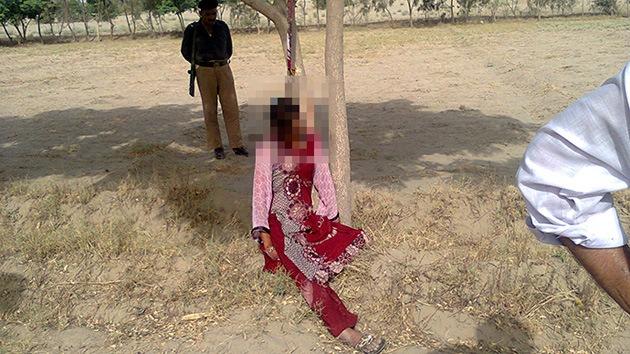 Una mujer es violada en grupo y ahorcada en un árbol en Pakistán