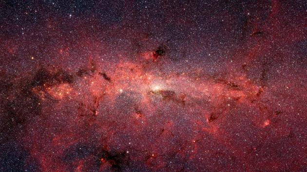 Descubrimiento insólito: Hallan juntos dos agujeros negros