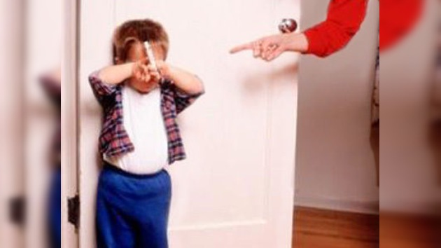 En EE. UU. presentan cargos contra la madre adoptiva de un niño ruso