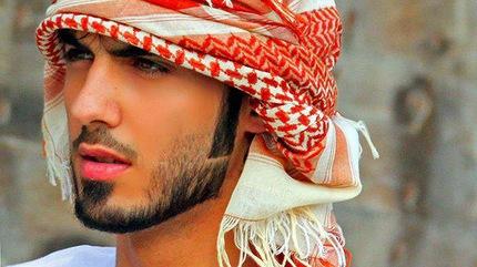 Hombre árabe deportado por ser muy guapo