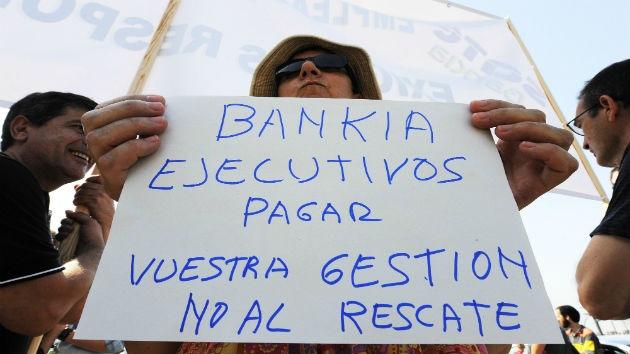 España: La ola de despidos salpica a la banca