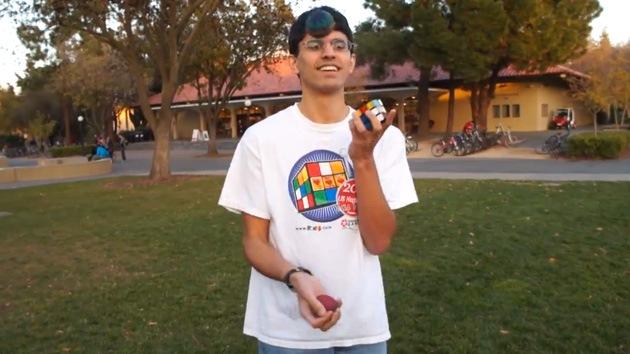 Video: Un matemático resuelve el cubo de Rubik haciendo malabares