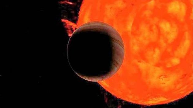 Descubren un exoplaneta a punto de ser devorado por su sol