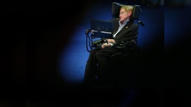 Stephen Hawking no tiene miedo ni prisa por morir y sigue planteando teorías del universo