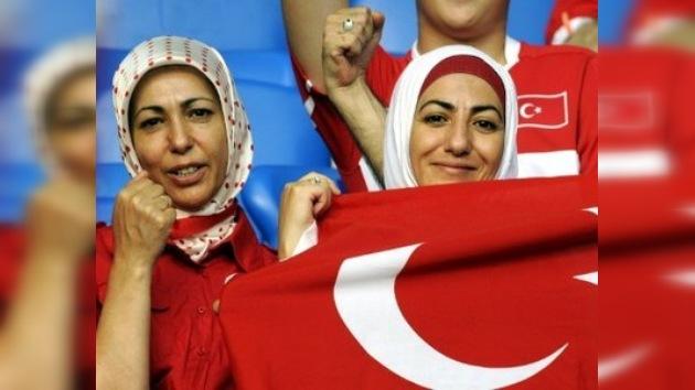 Solo mujeres y niños en los estadios de Turquía