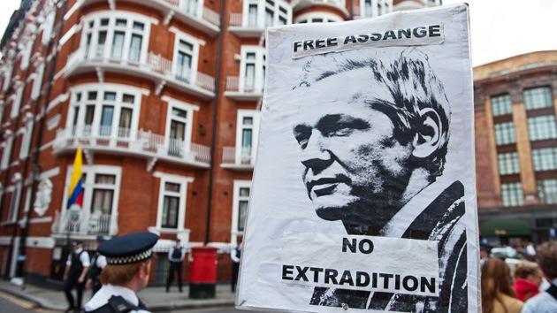 Baltasar Garzón: Sería ilegal arrestar a Julian Assange si va al hospital