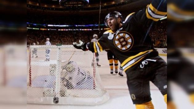 Copa Stanley: Boston apabulla a Vancouver en el tercer partido de la serie final