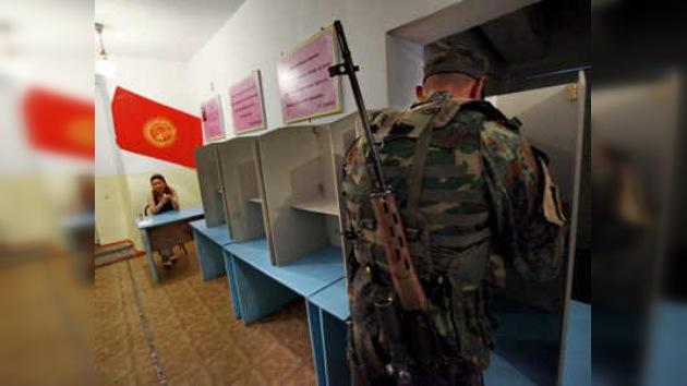 Kirguistán decide su futuro en un referendo institucional