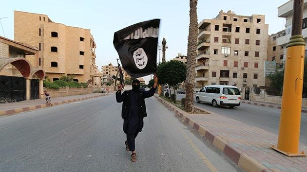 Foto: El Estado Islámico arroja a un hombre desde una azotea por ser gay