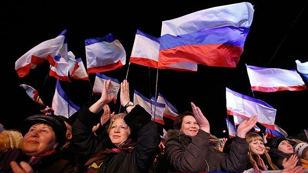 Video: Crimea festeja la celebración del referendo sobre estatus