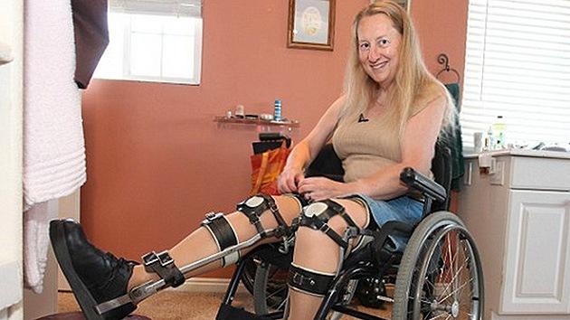 Una mujer sana se va a someter a una operación para convertirse en parapléjica