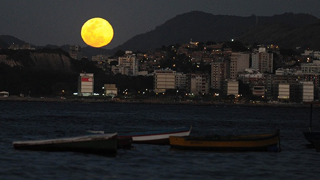 Fotos: La luna azul brilla en el cielo nocturno
