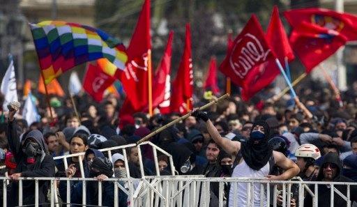Chile protesta ante el Congreso durante un discurso de Piñera