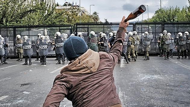 La Policía usa gas lacrimógeno contra los manifestantes griegos