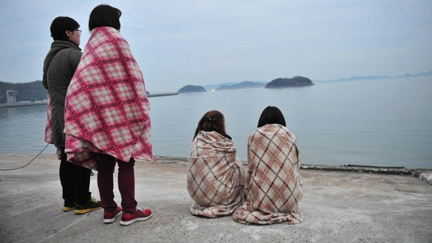 """""""Todavía no hemos muerto"""": estudiantes envían mensajes desde el barco surcoreano siniestrado"""