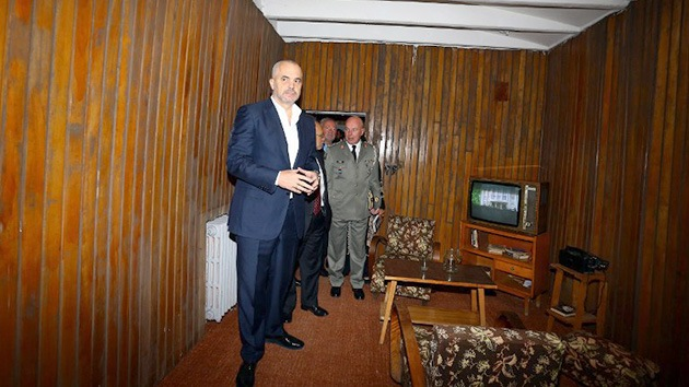 Albania abre al público un búnker secreto de la Guerra Fría