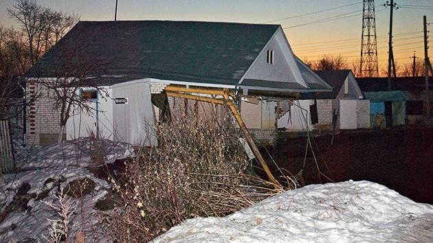 Fotos: Un pozo se traga tres casas en Rusia