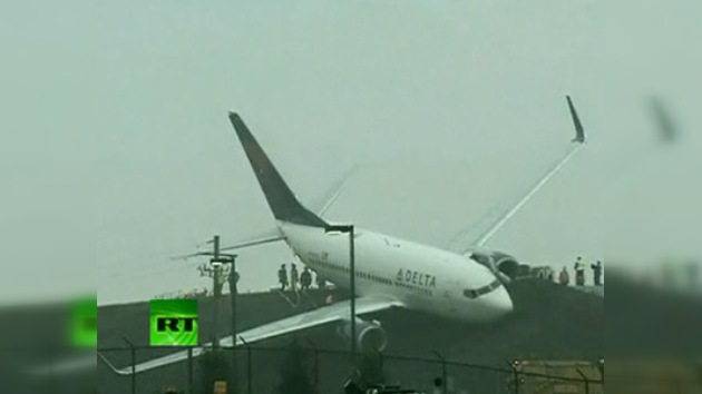 Video: un avión de Delta Airlines se sale de pista