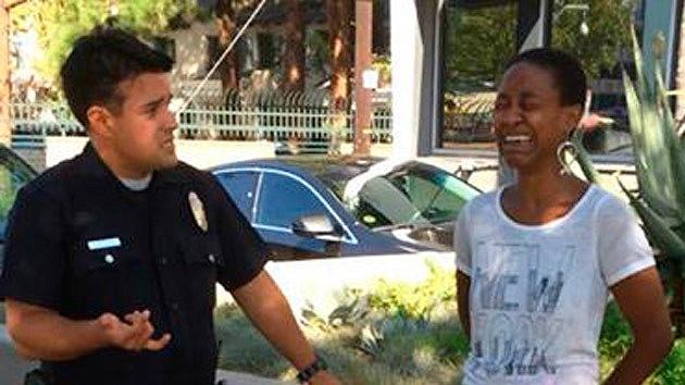 Policía de EE.UU. toma a la actriz de 'Django' por prostituta por besar a su novio blanco