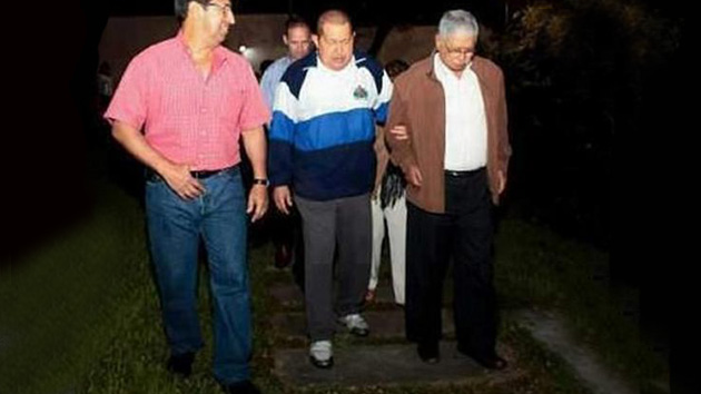 Publican imagen de Hugo Chávez paseando por La Habana