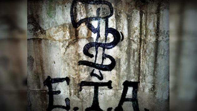 """La banda terrorista ETA alude a un """"proceso democrático"""" en un comunicado"""
