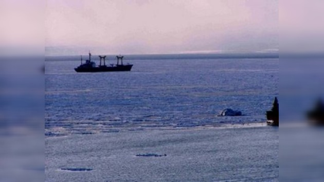 Evacuan a 11 pasajeros del buque varado en las aguas del mar de Ojotsk