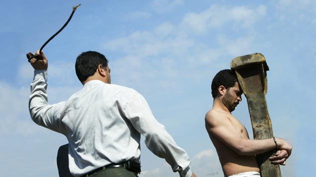 Vídeo: un iraní recibe al menos 20 latigazos por tomar licor