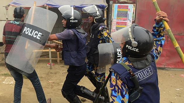 Vídeo, fotos: Varios muertos y decenas de heridos durante una protesta en Bangladesh