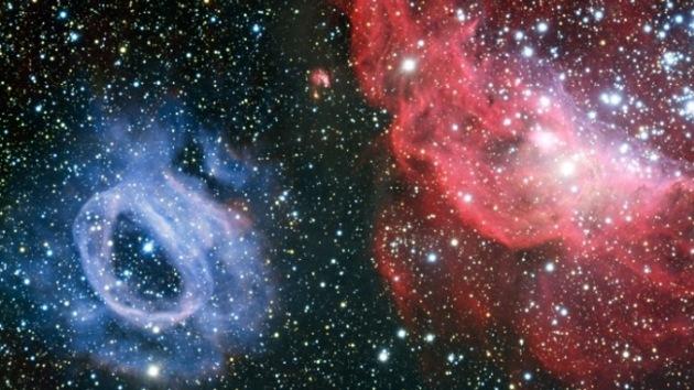 Video: Nubes cósmicas rojas y azules 'bailan' en una galaxia vecina