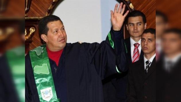 Chávez recibe el título honoris causa y la medalla de la SATO en Libia