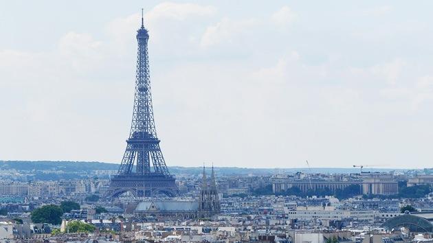 Evacuan la Torre Eiffel por una alerta de bomba