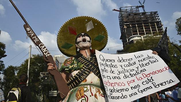 """Escuela Normal de Ayotzinapa promete """"una Navidad y un Año Nuevo revolucionarios"""""""