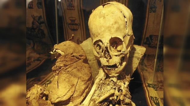 Perú desenvuelve el misterio de la momia 'alienígena'