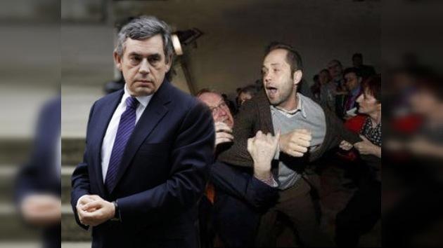 Primer ministro británico abucheado en un mitin