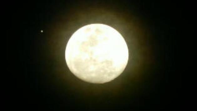 Espectáculo celeste de regalo navideño: la Luna y Júpiter, juntos en el cielo