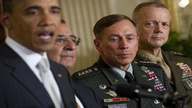 El Congreso investiga si el escándalo sexual de Petraeus tiene un trasfondo político