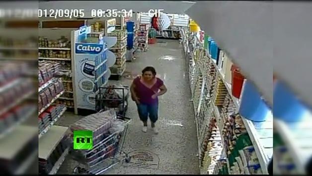 Imágenes del interior de un supermercado durante el terremoto de Costa Rica