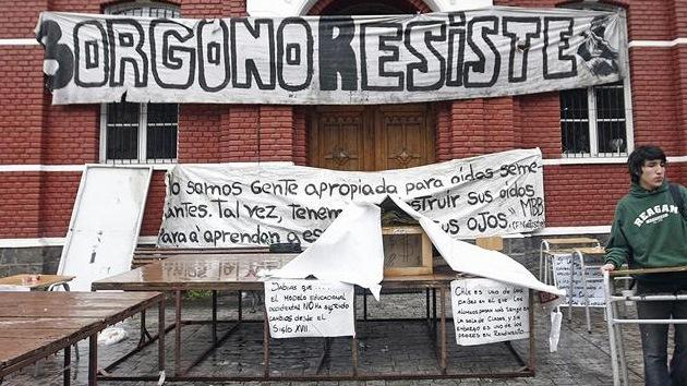 Chile tratará sin contemplaciones a los estudiantes que protesten: fuera becas