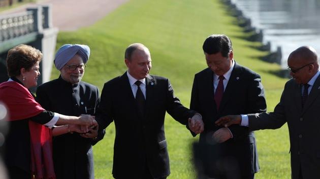 """G-20: Los BRICS acuerdan crear """"las alternativas"""" al FMI y el Banco Mundial"""