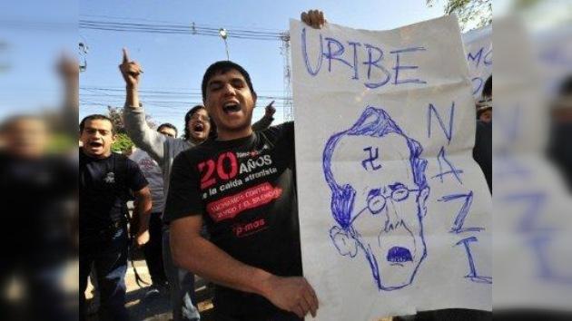 Álvaro Uribe, acosado por sus 'amistades peligrosas' con grupos paramilitares