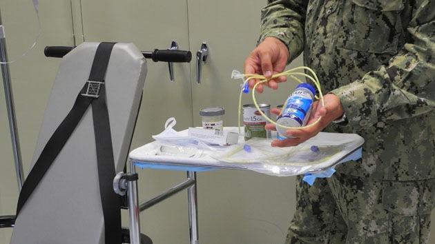 """Guantánamo: Antes de forzarlos, """"preguntamos a los reos qué aceite quieren"""""""