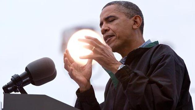 Presidente 'con estrella': una foto de Obama con un 'sol' en las manos hechiza Internet