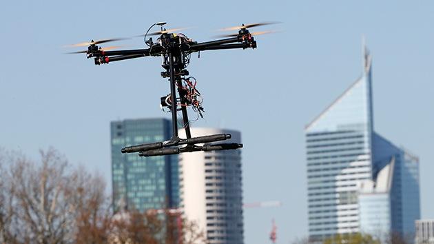 Drones armados con láser ya 'hackean' ordenadores aislados de la red